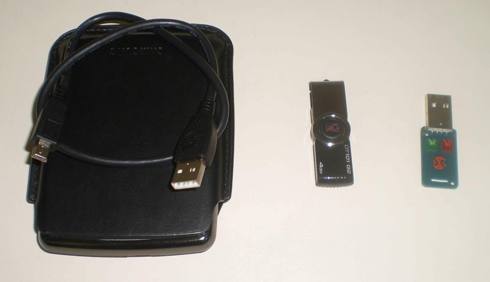 HD externo, pendrive e testador usb